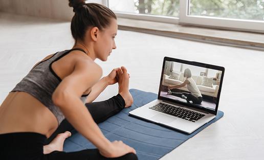 Cours de yoga en live streaming Deciplus, logiciel de gestion pour le fitness, yoga, Pilates et bien-être